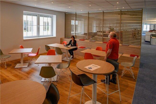 Mach mal Pause: Im funktional eingerichteten Workcafé können sich die Kollegen zurückziehen, um in Ruhe Mittag zu essen oder einen Kaffee zu trinken.