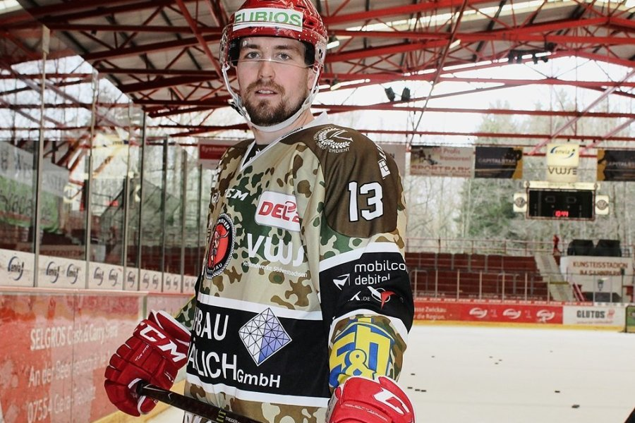 André Schietzold im Camouflage-Outfit.