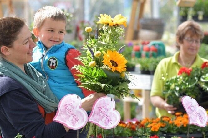 Alles strömt in die Gärten - Tolles Wetter zum Muttertag