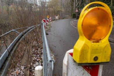 Diese beim Hochwasser 2013 schwer in Mitleidenschaft gezogene Straße zweigt von der Kreisstraße K 8212 ab und verläuft entlang der Zschopau zum Siedlungsgebiet Am Buchenberg.