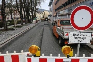 Pünktlich am Montagmorgen ist die Breitscheidstraße in Aue gesperrt worden.