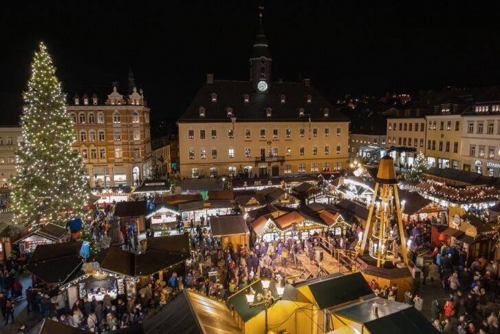 Feierlich ist am Freitag in Annaberg-Buchholz die Adventszeit eingeläutet worden.