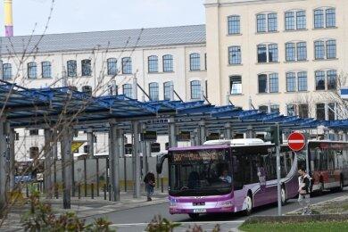 Nur eines scheint unumstritten: Der Busbahnhof soll den Schillerplatz verlassen. Die Frage ist nur: Wann - und wohin?