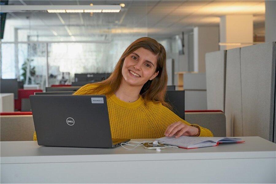 """Sophie Malina - eine von derzeit drei Volontärinnen und Volontären der """"Freien Presse""""."""