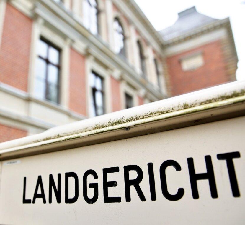Vor dem Zwickauer Landgericht muss sich seit Anfang September ein 74-jähriger Limbach-Oberfrohnaer wegen Totschlags verantworten. Am heutigen Dienstag wird das Urteil erwartet.