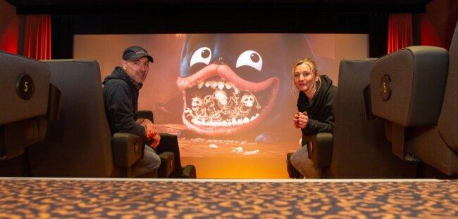 Mathias Fischer und Bärbel Winter führen das Plauener Kino Capitol im Auftrag von Geschäftsführer Stefan Thomas. Besucher konnten sie bereits seit Monaten nicht empfangen. Dabei gebe es genügend Filme. Derzeit ist völlig unklar, wann das Kino öffnen darf.