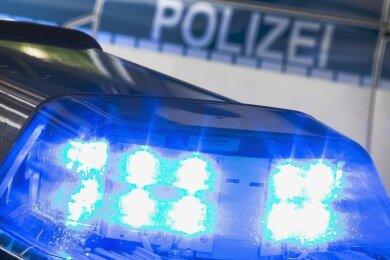 In Meerane gab es erneut einen Polizeieinsatz wegen einer maskierten Frau.
