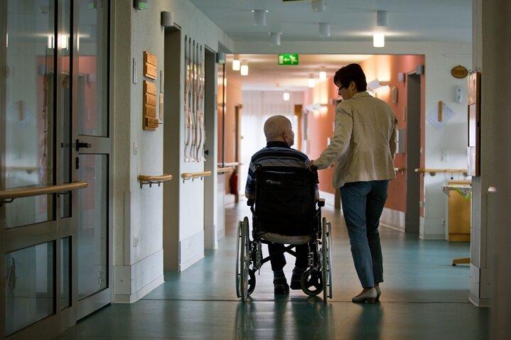 Studie mahnt: Schlechte Pflege wird zu gut bewertet