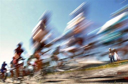 Die Sachsen-Rundfahrt wird trotz der Doping-Enthüllungen bei der Tour de France fortgesetzt. Auch einen Ausschluss der in die Skandale verwickelten Teams Astana und Rabobank lehnte die Rundfahrt-Direktion nach derzeitigem Stand ab.