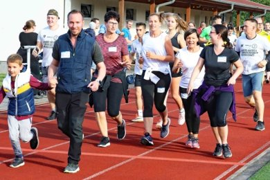 Bis zu 400 Läufer waren in der Sachsenarena für den guten Zweck unterwegs.