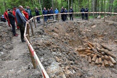 In einem freigelegten Trichter im Ottendorfer Wald nördlich des Gewerbegebietes Auerswalder Höhe in der Gemeinde Lichtenau befanden sich etwa 70 Granaten, die nach Kriegsende vernichtet wurden.