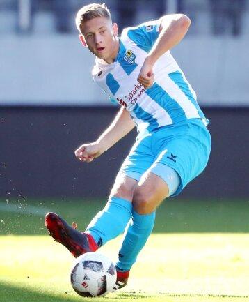 Bisher musste sich Kristian Taag beim CFC meist mit der Rolle des Bankangestellten begnügen. Am Mittwoch beim Pokalspiel in Aue gegen Lößnitz (Szenenfoto) durfte er aber 90 Minuten ran.