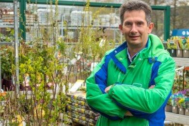 Andreas Engelhardt, Vorstand der RHG Erzgebirge, freut sich, dass sich Sachsens Landesregierung nun klar zur Öffnung von Gartenabteilungen geäußert hat. Damit darf auch der RHG-Markt in Olbernhau öffnen.