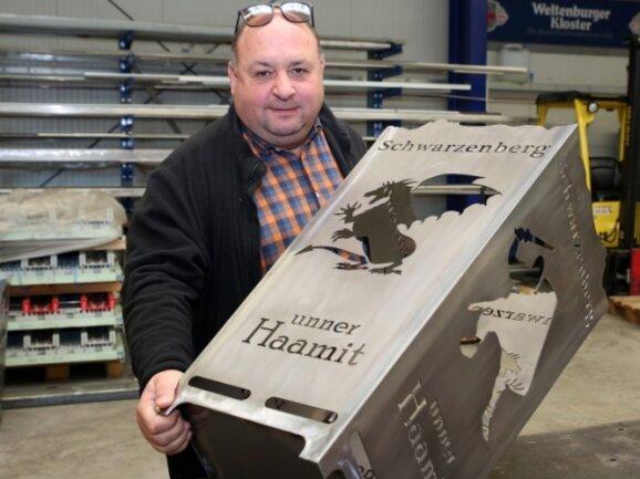 Peter Riedel und sein Team haben nach einem Korb für Raschau auch einen Schwarzenberger Feuerkorb auf den Markt gebracht. Die individuellen Anfertigungen kommen bei den Kunden gut an.