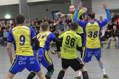 Tommy Löbner (am Ball), hier in einer früheren Partie gegen Görlitz, traf gegen die Ostsachsen siebenmal und war damit erfolgreichster Werfer seines Teams.