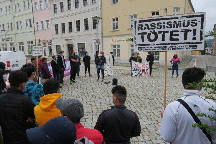 Demo für Verbesserung der Lebenssituation in Schneeberger Erstaufnahme