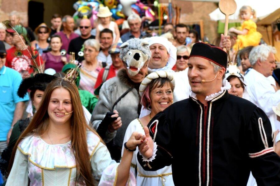 """""""Burg der Märchen"""" im Juli 2018: Prinzessin Viktoria Rennert und Prinz Falko Jahn begeistern die Zuschauer in Kriebstein. Die dieses Jahr für den 10. und11. Juni geplante Veranstaltung des Mittelsächsischen Kultursommers fällt aus."""
