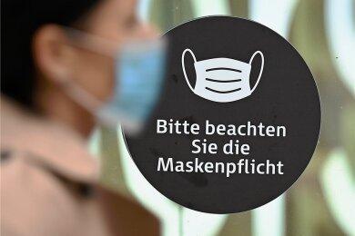 Beim Einkaufen kehrt ab Dienstag die Maskenpflicht im Vogtlandkreis zurück.