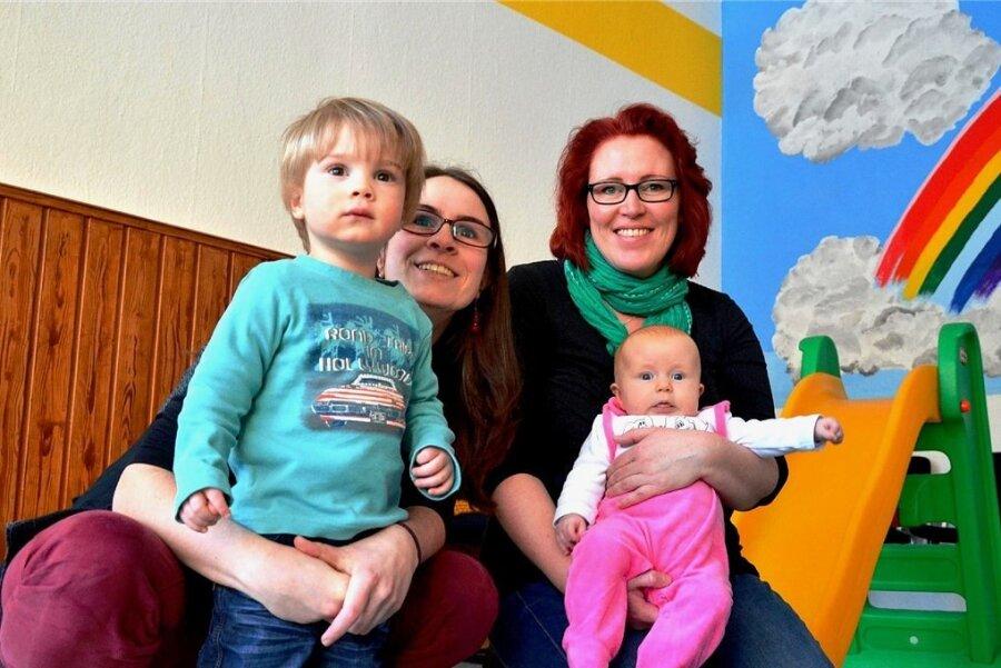 Sie gehörten einst zu den Initiatoren des Glühwürmchentreffs: Mama Lisett mit ihrem Emil und Mama Sandra mit der kleinen Amanda.