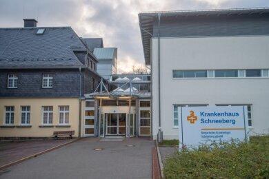 Das Bergarbeiter-Krankenhaus in Schneeberg soll künftig als medizinisches Versorgungszentrum weitergeführt werden. Diese Entscheidung wird ganz unterschiedlich bewertet.