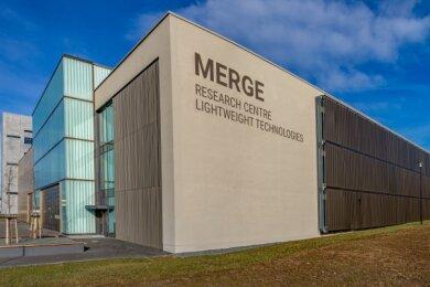 Das neue Laborgebäude am Merge-Forschungszentrum für Leichtbaustrukturen an der TU Chemnitz grenzt unmittelbar an die bereits 2015 fertiggestellte Forschungshalle.
