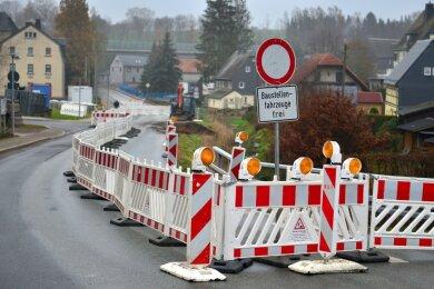 Die Ortsdurchfahrt von Ottendorf ist bereits eine der Baustellen, an der der Landkreis 2021 weiter bauen lassen will. Hier soll auch eine Stützwand erneuert werden.