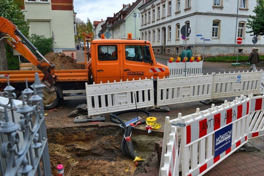Die Winklerstraße in Frankenberg ist auf Höhe Meltzerstraße wegen Bauarbeiten voll gesperrt, hier der Blick Richtung Bahnhof. Bis zum 27. November werden Kabel verlegt.