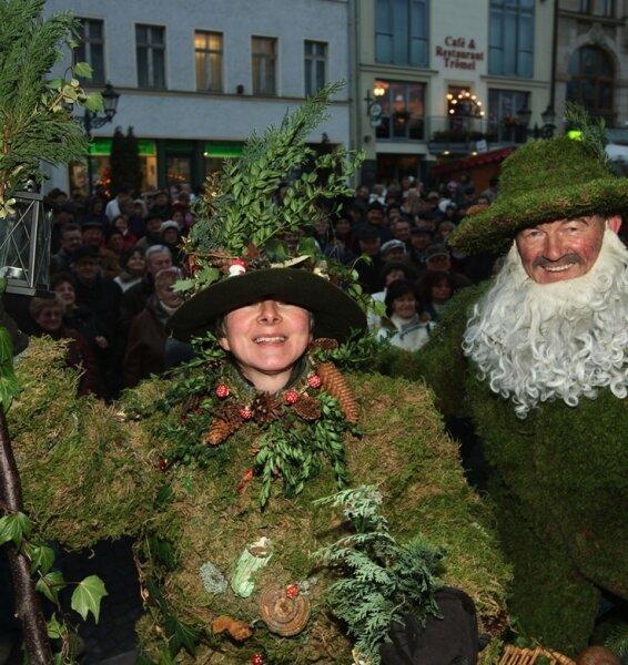 Kostüm-Parade: Arnhelm Trillitzsch (r.) aus Thiergarten hat den Wettbewerb vor Sylvia Schlenker aus Falkenstein gewonnen.