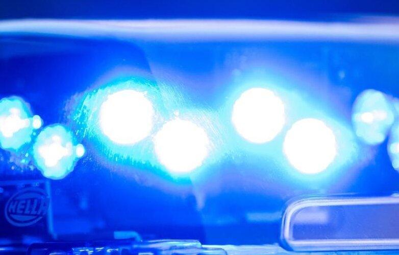 BMW-Fahrer drängt Seat auf B 174 ab - Polizei sucht Zeugen