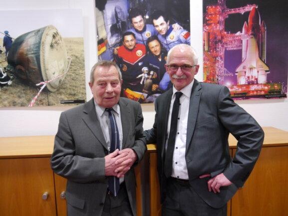 Eberhard Köllner (li.) war als Ehrengast zur Ausstellungseröffnung in Mittweida von Raumfahrtmuseums-Inhaber Tassilo Römisch eingeladen worden.