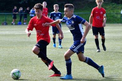 Die C-Junioren des SV Barkas Frankenberg, hier im vergangenen Herbst mit Lenny Scheider (l.) im Pokalspiel gegen Soccer for Kids Dresden, spielen bereits auf Landesebene. Die Frankenberger A-Jugend muss nach den KVF-Beschlüssen nun eine weitere Saison im Kreis ausharren.