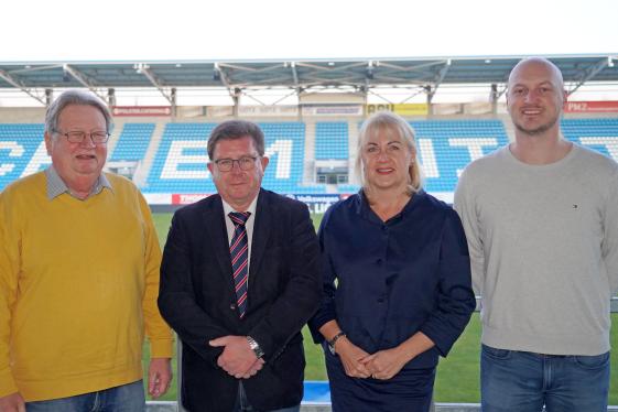 Der neue Vereinsvorstand des CFC: Michael Reichardt, Geschäftsführer der Chemnitzer FC Fußball GmbH, Oberstaatsanwalt a.D. Siegfried Rümmler, Vorsitzende Romy Polster und CFC-Sportdirektor Armin Causevic.