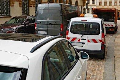 Künftig darf nur noch auf einer Seite an der Kleinen Burggasse geparkt werden. Dafür entstehen neue Parkplätze am Markt.