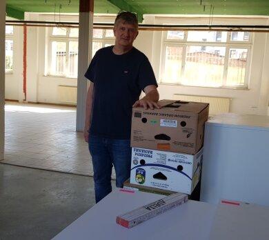 Mathias Stempell, Vorsitzender der Jumi Kinderhilfe in Oelsnitz, in den neuen Räumen. Ab November will der Verein dort seine Angebote unterbreiten.