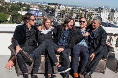 Chris Shiflett, Taylor Hawkins, Dave Grohl, Nate Mendel und Pat Smear (von links) sind die Foo Fighters.
