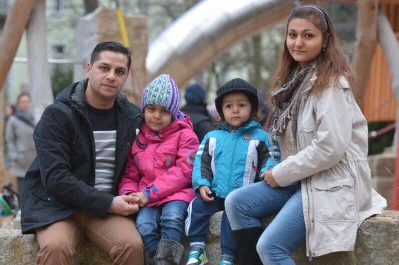 Junge Familie, gut integriert, aber nach dem Gesetz ohne Chance auf eine Perspektive in Deutschland: Samir Joncic und Emina Durmisevic mit ihren Kindern Dorotea (6) und Marko (2) in Freiberg.