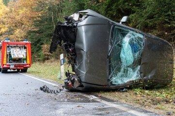 Samstagmittag verunglückte dieser Toyota zwischen Irfersgrün und Lengenfeld.