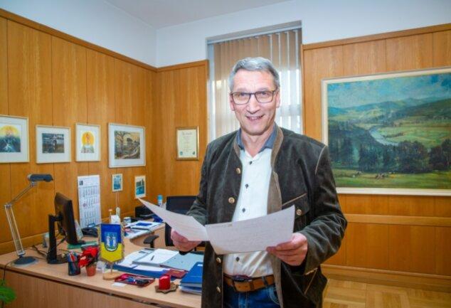 Oberbürgermeister Volker Holuscha in seinem Dienstzimmer im Rathaus.