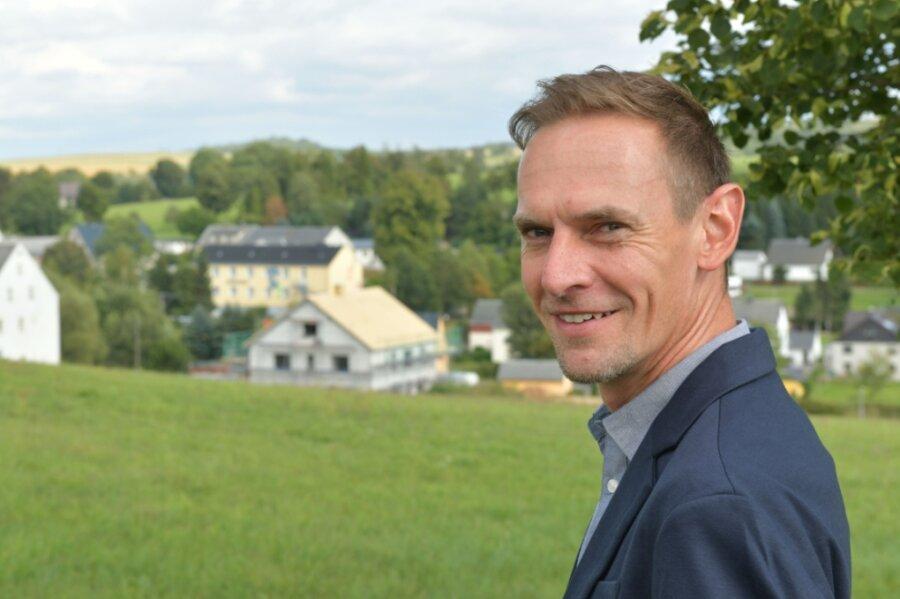 Dirk Müller ist einer von zwei Kandidaten, die Bürgermeister in Großhartmannsdorf werden wollen. In seiner Freizeit fährt er gerne Mountainbike. Radwege nach Brand-Erbisdorf und Mittelsaida sind ihm wichtig.