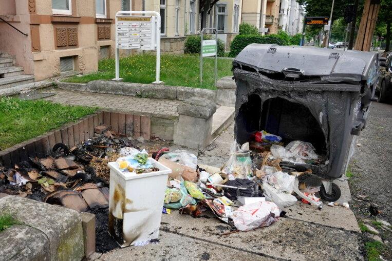 Mehrere Mülltonnen im Chemnitzer Stadtgebiet in Brand gesetzt
