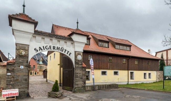 Direkt neben dem Unteren Tor zur Saigerhütte, auch Westtor genannt, befindet sich die ehemalige Hüttenschule.