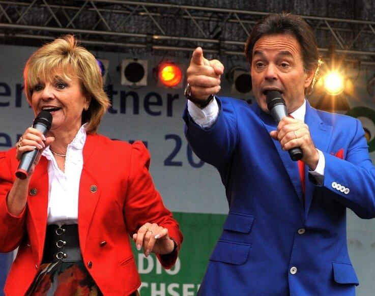 """<p class=""""artikelinhalt"""">Gitte und Klaus, die Stammbesetzung der Fernsehsendung Oberhofer Bauernmarkt, begeisterten ihr Publikum am Samstag auf der Landesgartenschau.</p>"""