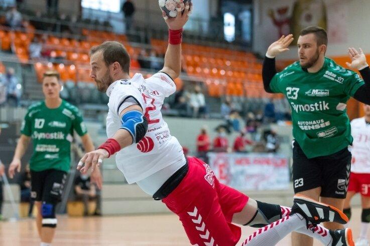 Kreisspieler Karel Kveton (hier beim Wurf) war von den Oebisfeldern oft nicht zu stellen. Mit sieben Toren hatte der Tscheche großen Anteil am wichtigen Heimsieg des HC Einheit Plauen.