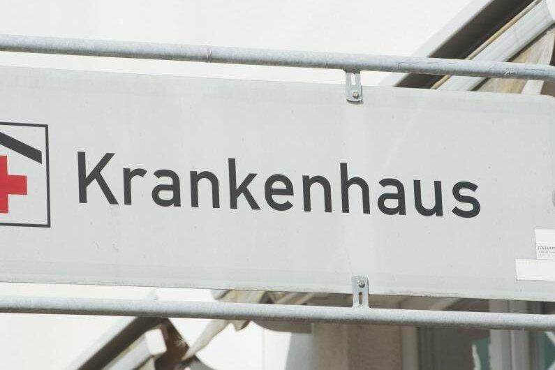 Fünf Bundeswehrsoldaten unterstützen seit Dienstag die Pflegekräfte im Klinikum Chemnitz.