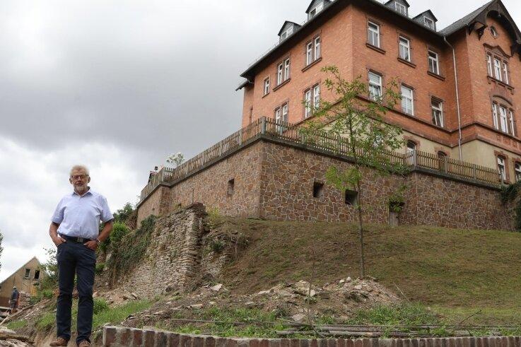 Wird das Westsachsens zweiter Weinberg? Der Waldenburger Bürgermeister Bernd Pohlers könnte sich das gut vorstellen.