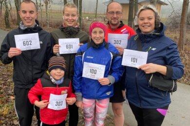 Auf dem Radweg zwischen Oelsnitz und Falkenstein war Familie Gruber zum Adventslauf des SC Plauen 06 unterwegs. Auf jeder Teilstrecke hatte sie zwei Läuferinnen beziehungsweise Läufer am Start.