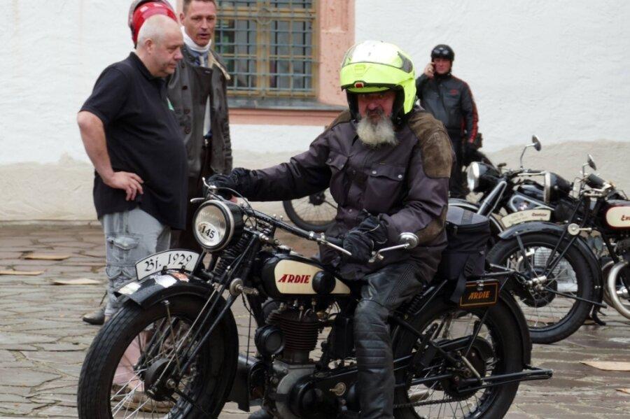 Mit seiner Ardie TM 500 (Baujahr 1929) nahm Jens Schmidt vergangenen Samstag an der Schlösser- und Burgenfahrt teil, die von Augustusburg Richtung Dresden führte.