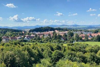 Blick auf Herrenhut. Die Kommune ist die einzige in Sachsen, die sich um den Dorferneuerungspreis 2020 beworben hat.
