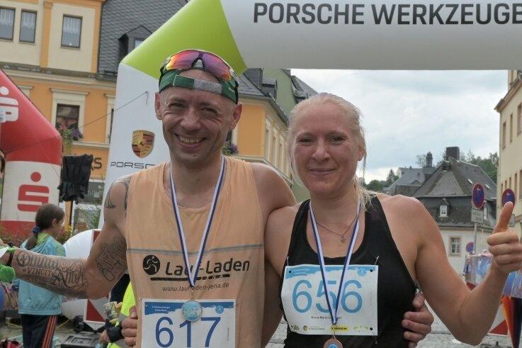 Sebastian Harz vom SV Hermsdorf gewann gleich bei seinem Debüt den 10-Kilometer-Lauf der Männer. Bei den Frauen siegte Anna-Maria Leipziger aus Grünhain zum dritten Mal in Folge.
