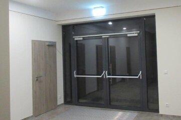 Der Eingangsbereich ist behindertengerecht gestaltet.